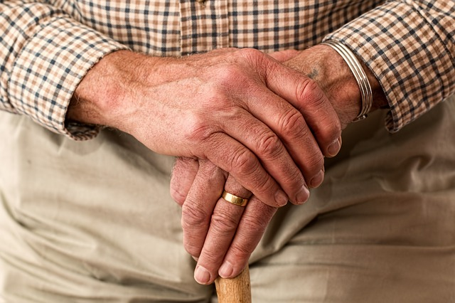 ruce staříka