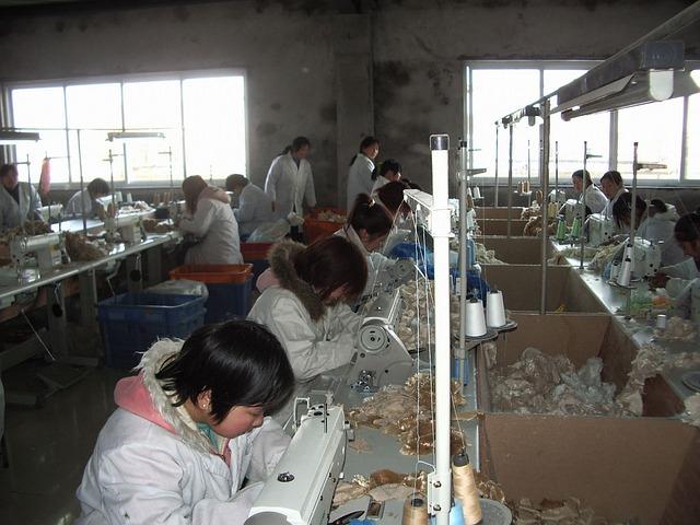 továrna v Asii