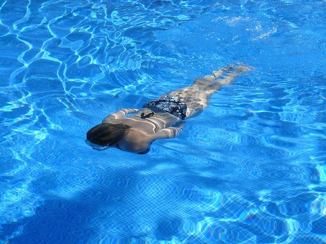 plavat pod vodou.jpg