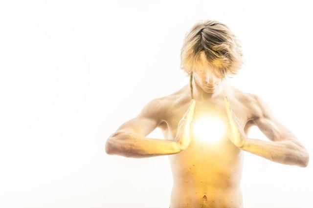 světlo před mužem