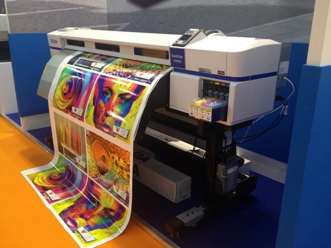 tiskárna jak tiskne barevné letáky