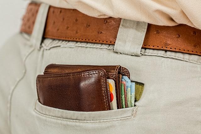 peněženka v kapse