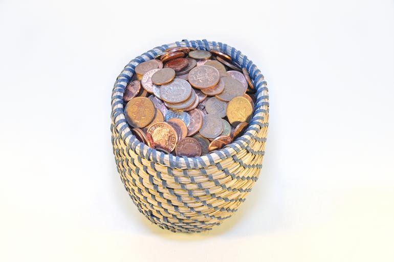 koš s penězi