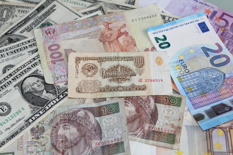 směs bankovek