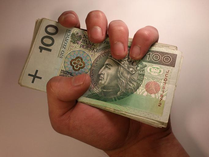 peníze v hrsti