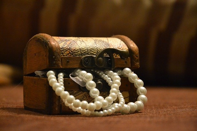 truhla s perlami