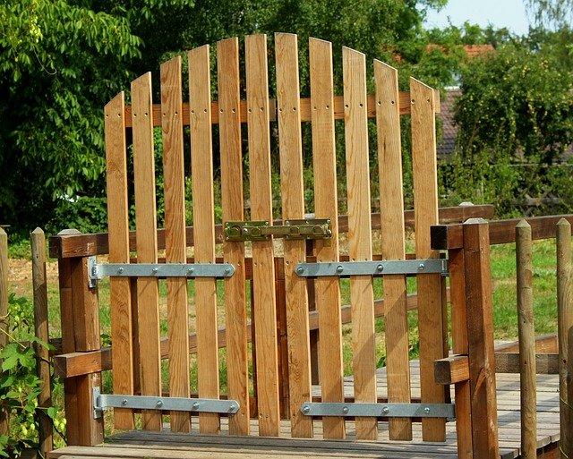 dřevěná brána