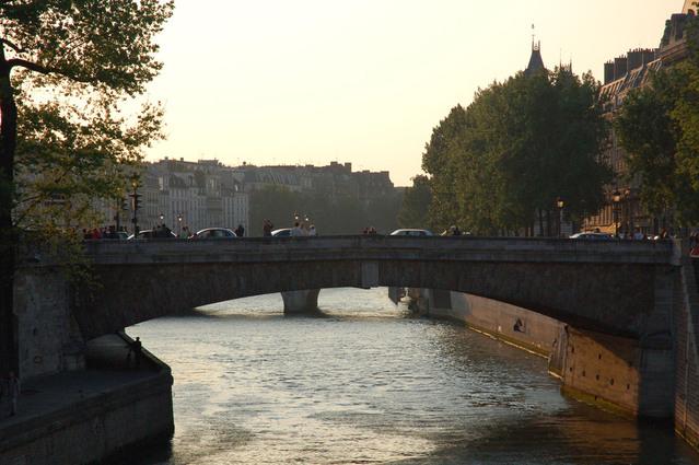 Most přes nejslavnější pařížskou řeku